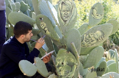 Палестинский художник пишет картины на кактусах